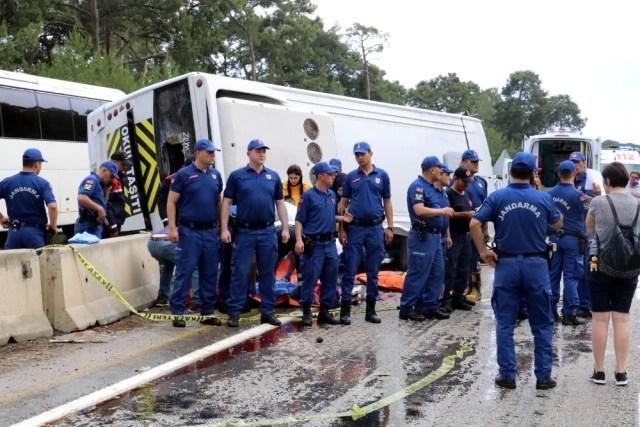 Antalya'da Minibüs Otel Servisine Arkadan Çarptı: 3 Ölü, 11 Yaralı
