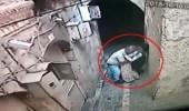 Duvar Dibinde Sıkıştırdığı Engelli Kız Çocuğa Dakikalarca Taciz Eden Sapık Kamerada!