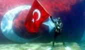Cumhuriyet'in 95. Yılında Denizin Dibinde En Büyük Türk Bayrağı Dalgalandı!