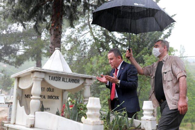 Antalya Büyükşehir Belediye Başkanı Muhittin Böcek'in tartışma yaratan fotoğrafı