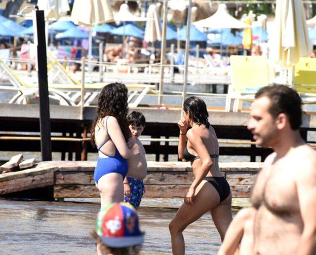 Halk plajına giden Aybüke Pusat, görüntülendiğini görünce küplere bindi