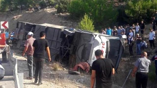 Son Dakika: Mersin'de askerleri taşıyan otobüs devrildi: 5 asker şehit oldu, 10 asker yaralandı