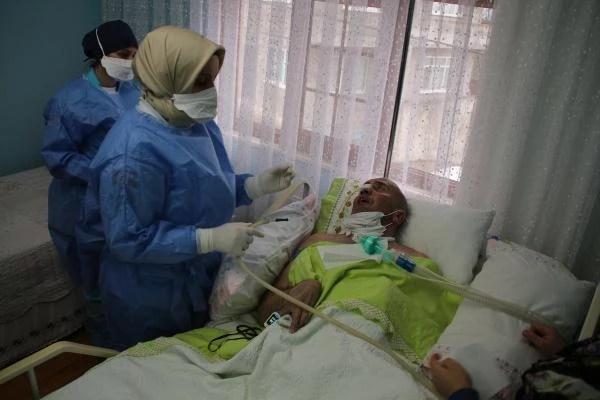 saglikcilarin pandemide zorlu evde bakim mesa 6 13798542 o - Sağlıkçıların pandemide zorlu 'evde bakım' mesaisi