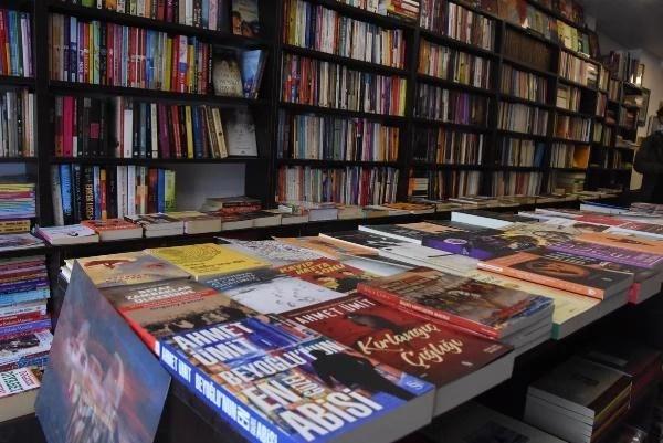 İZMİR Sel mağduru sahaf, kitapseverlerin desteğiyle yeni dükkan açtı