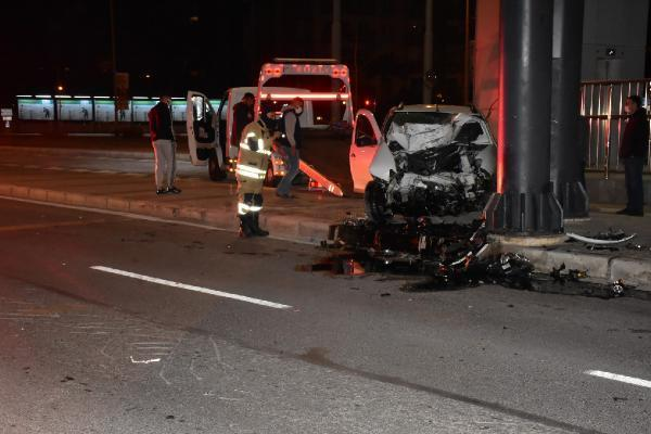 İZMİR-Otomobil köprü ayağına çarptı: 1 ağır yaralı