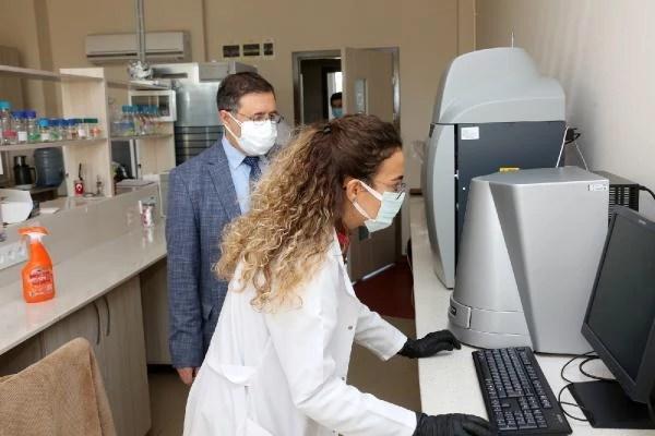 Son dakika haberleri! Akdeniz Üniversitesi'nde koronavirüse karşı ilaç ve aşı adayı geliştirildi