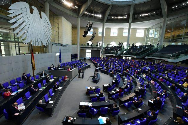 """Berlin'de """"Enfeksiyondan Koruma Yasası"""" protestosu: 150'den fazla gözaltı"""
