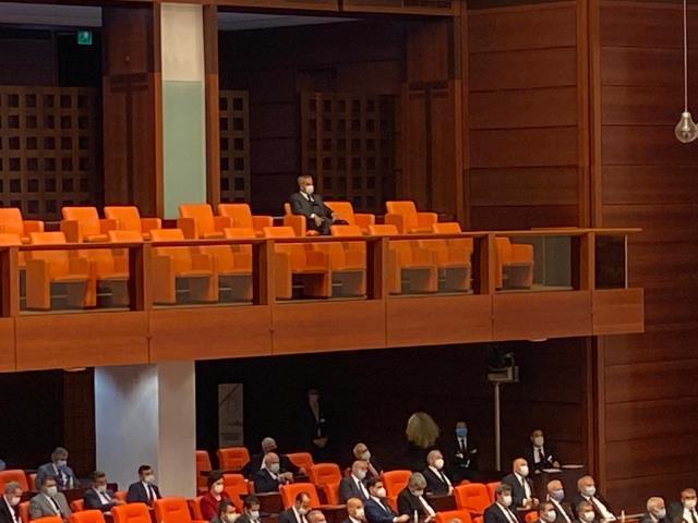 Meclis'te dikkat çeken görüntü! Bülent Arınç, 23 Nisan Özel Oturumu'nda yapayalnız kaldı