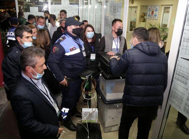 Arnavutluk'ta sandık çıkış anketlerine göre Sosyalist Parti seçimi önde götürüyor