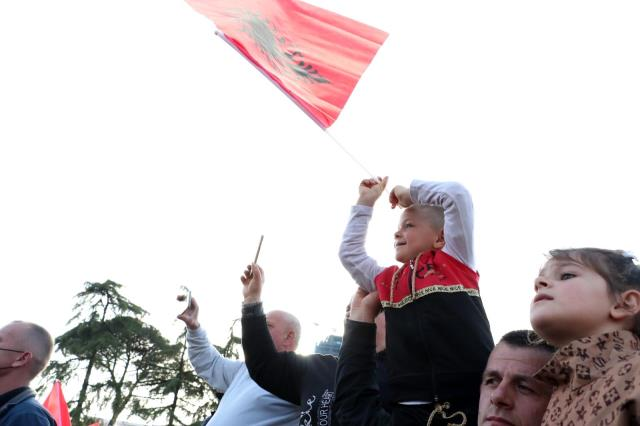 Arnavutluk'ta seçimin galibi iktidardaki Sosyalist Parti oldu