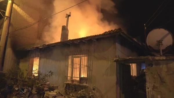 Bornova'da müstakil evde yangın; 1 yaralı