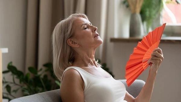 """""""İdrar yolu enfeksiyonları menopoz belirtisi olabilir"""""""