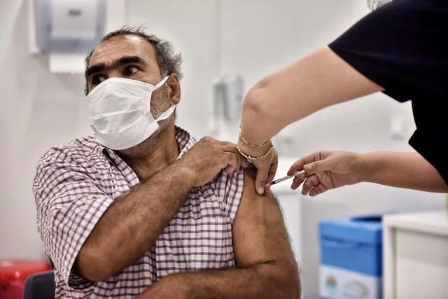 Mersin'de 45 yaş ve üzeri vatandaşlar Kovid-19'a karşı aşılanmaya başladı