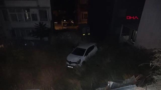Otomobil boş araziye uçtu, sürücü kaçtı, 1 kişi yaralandı