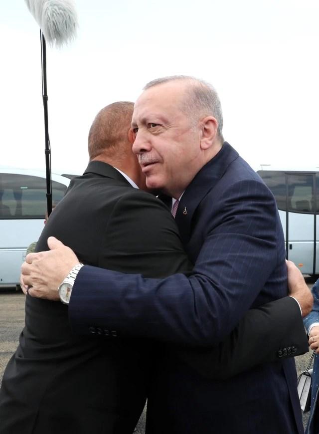 Cumhurbaşkanı Erdoğan, Fuzuli'de Aliyev tarafından karşılandıErdoğan ve Aliyev, Şuşa'ya yola çıktı