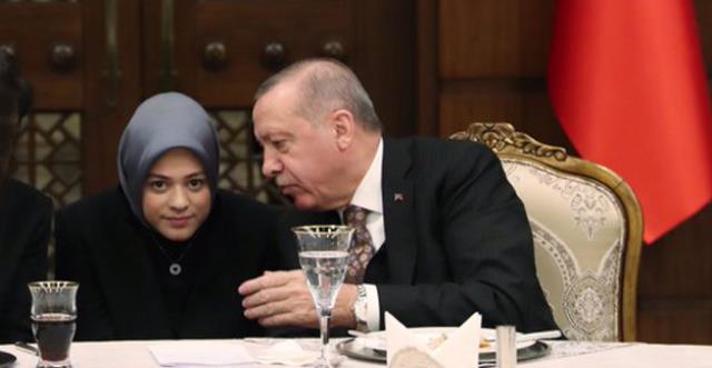 Erdoğan'a NATO zirvesinde eşlik eden kişinin Merve Kavakçı'nın kızı Fatima Gülham Abushanab olduğu öğrenildi