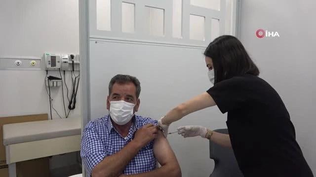 """Son dakika haberi! Sağlık Bakanı Koca'nın sosyal medya hesabından paylaştığı aşı rekortmeni hemşire konuştu: """"Mutlu oldum, heyecanlandım"""""""