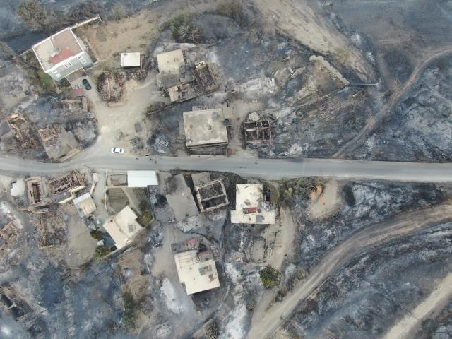 Son Dakika: Antalya'da dünden beri devam eden orman yangınlarında hayatını kaybedenlerin sayısı 3'e yükseldi