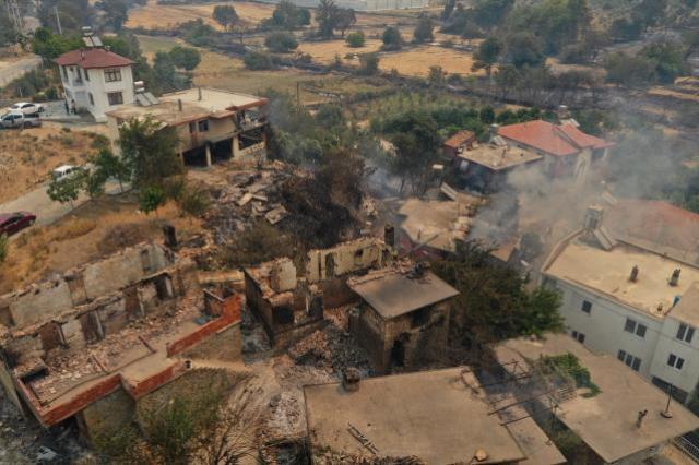 Son Dakika: Yangın nedeniyle 3 kişinin hayatını kaybettiği Antalya'da alevlerin yaklaştığı Manavgat Devlet Hastanesi tahliye ediliyor