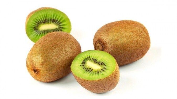 Buah kiwi termasuk salah satu makanan yang mengandung vitamin E.