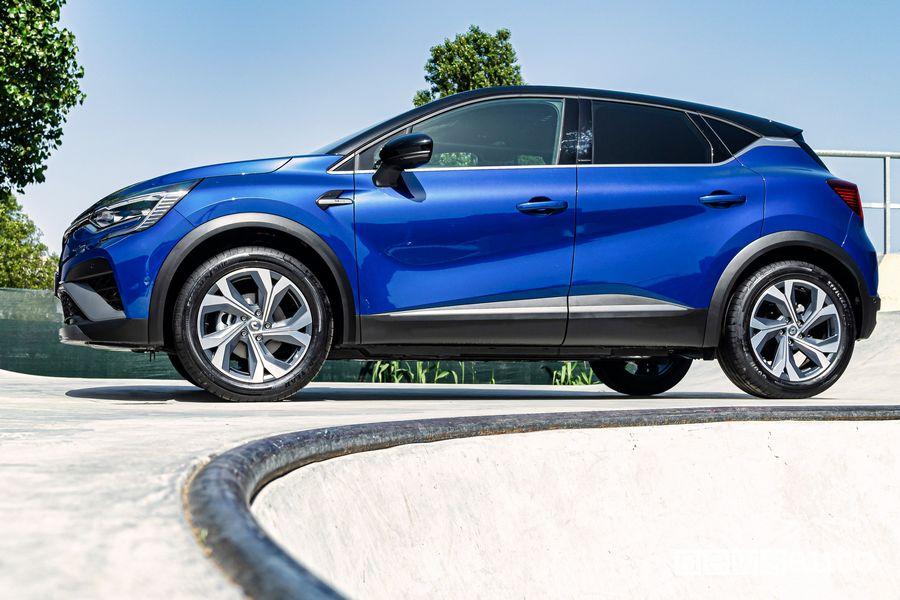Renault Captur E-Tech Hybrid RS Line side view