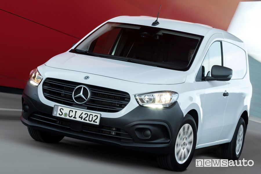 Profile view of new Mercedes-Benz Citan on the road