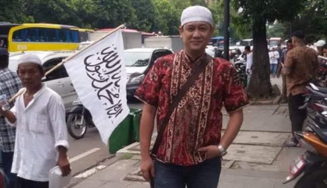 FPI Dibubarkan, Denny Siregar Beri Sinyal Tutup Akun