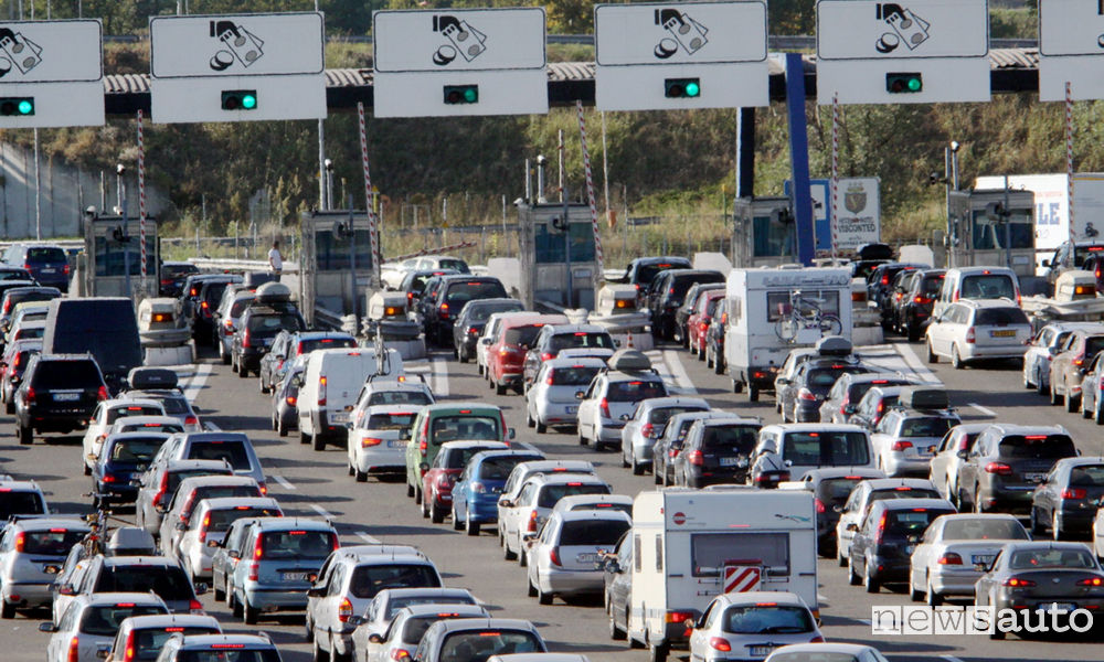 Car queues at the motorway tollbooth: look at the summer 2019 counter-exodus traffic forecasts