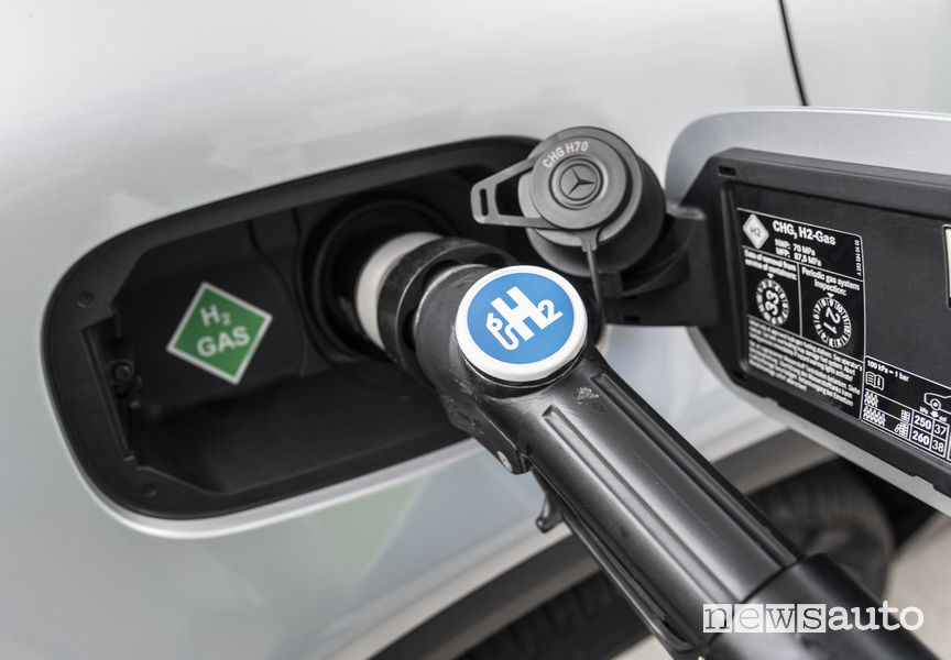Mercedes-Benz GLC F-Cell, hydrogen charging