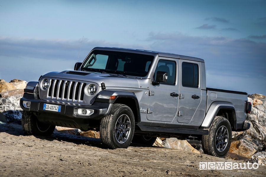 Jeep Gladiator Overland profile view