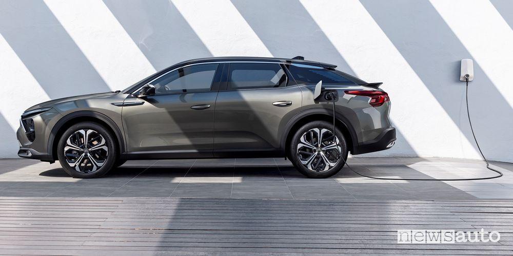 New Citroën C5 X ë plug-in hybrid in charging
