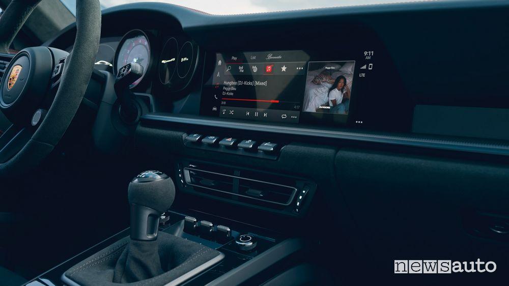 New Porsche 911 Carrera GTS passenger compartment infotainment