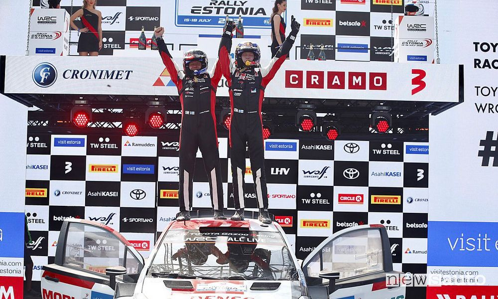 Kalle Rovanperä celebrates victory at the foot of the podium of the Rally d'Estonia 2021