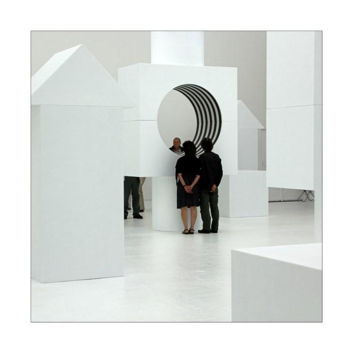 Menschen im Museum