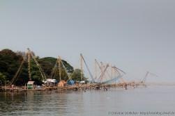 Chinesische Fischernetze im Hafen von Kochi