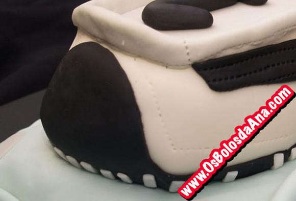 Um Bolo da Ana de Sapatilha - Tenis Shoe Cake
