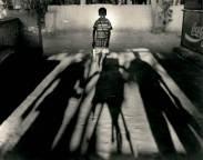 Sombras a Cuchillo, Sipán, 1999. Gelatina de plata.