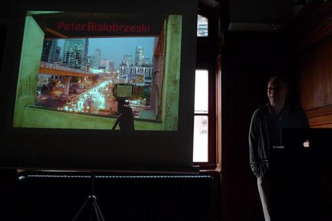 Peter Bialobrzeski bei seinem Vortrag in Frankfurt.