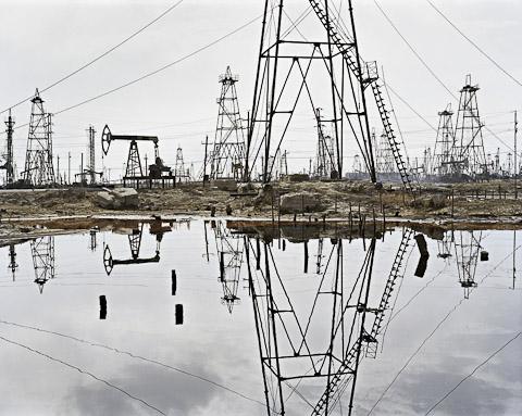SOCAR Oil Fields # 3, Baku, Azerbaijan, 2006 © Edward Burtynsky, courtesy Stefan Röpke, Köln + Nicholas Metivier, Toronto