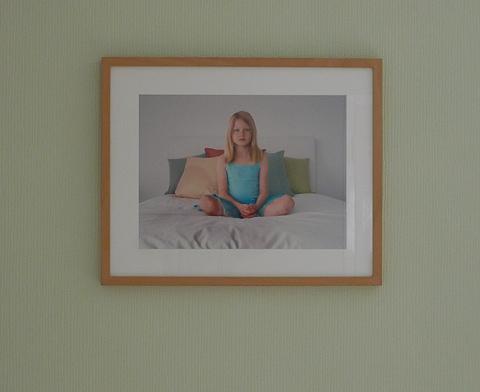 Hat was von einem weiblichen Buddha und passt zur Einrichtung: Beth Yarnelle Edwards Foto von 2006 in meinem grünen Zimmer.