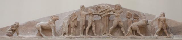 spór Heraklesa z Apollinem o trójnóg delficki, w środku prawdopodobnie Zeus przyznający zwycięstwo Apollinowi.