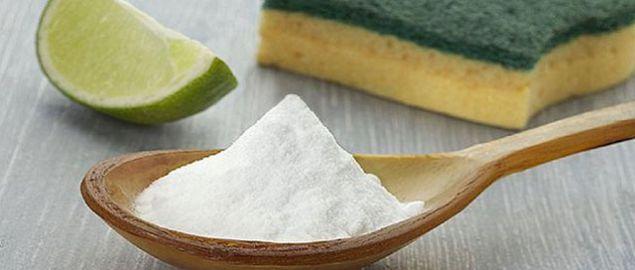 Evinizde hamam böceği varsa yarı karbonat yarı şekerden oluşan bir karışımı mutfağınızın bazı köşelerine dökün. Hamam böceklerinin yok olduğunu göreceksiniz.