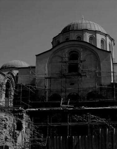 Molla Zeyrek Camii  İstanbul Fatih'te bulunan Molla Zeyrek Camii, İstanbul fethedildikten sonra bir kilisenin camiye çevrilmesiyle ortaya çıkmış. Caminin şimdilerde park alanı olan arazisine bakan sokakla ilgili pek çok ürpertici söylenti mevcut. Bölgede yaşayan insanlar, park alanının öncelerde bir ahır bölgesi olduğunu söylüyor.