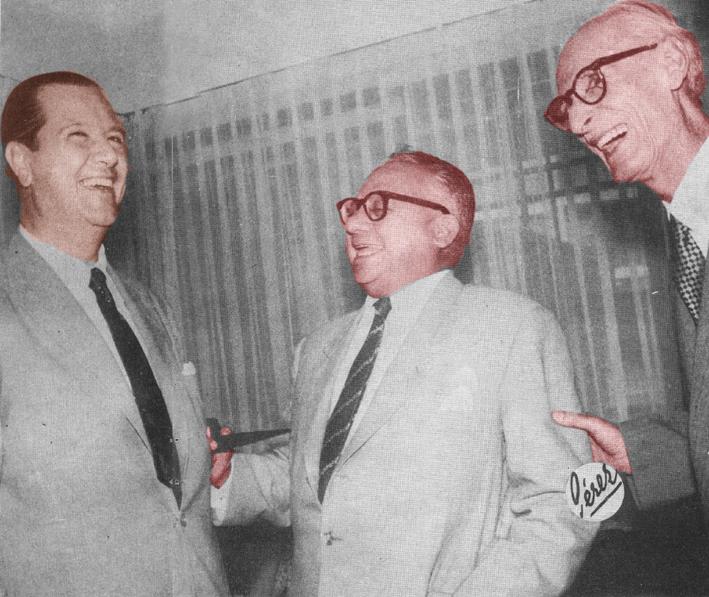 Tres sonrientes ex presidentes