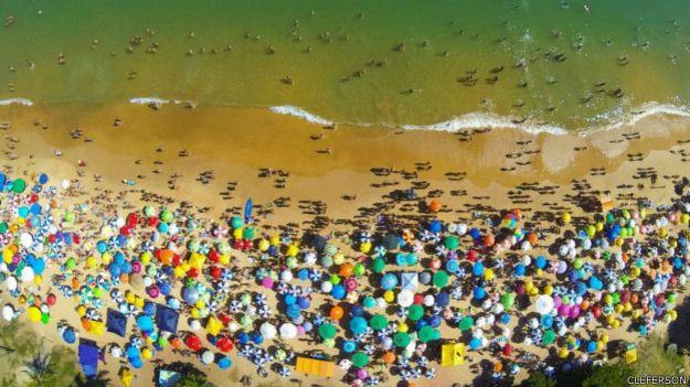 Playa de la Bacutia en Guarapari, Espirito Santo, Brasil