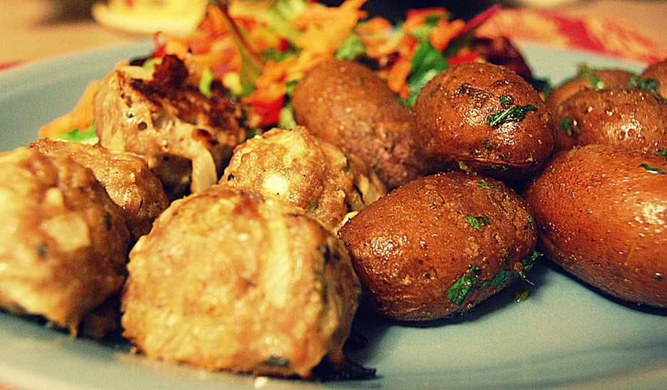 frikkadels with curried potatoes and salad