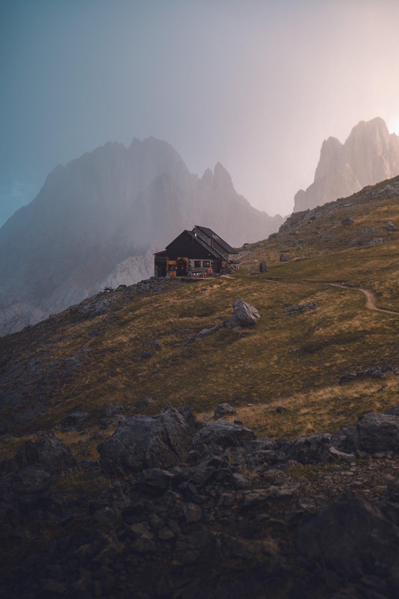 Refugio Montañas Atardecer - Linzex