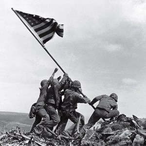 Famosa fotografia joe rosenthal flag-raising-iwo-jima