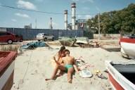 Perfect-day-Txema Salvans fotografo catalano spiagge fotografia coppia con sfondo inceneritore