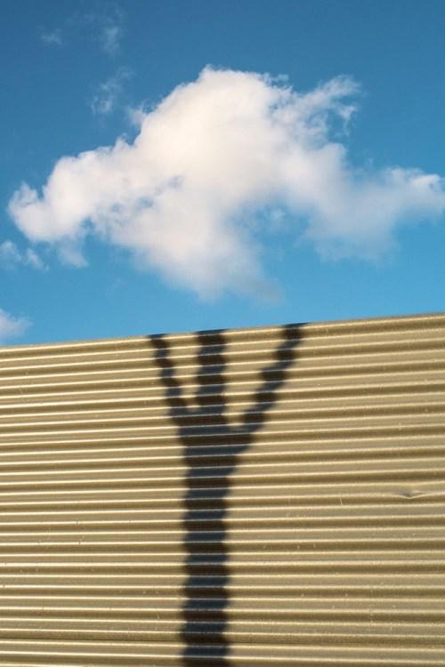 Denis Cherim Coincidence_Project_ombra e nuvola_fotografia di strada